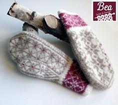Ravelry: StjerneRanke pattern by StrikkeBea Fingerless Mittens, Knit Mittens, Knitted Gloves, Knitting Socks, Hand Knitting, Wrist Warmers, Hand Warmers, Knitting Stitches, Knitting Patterns
