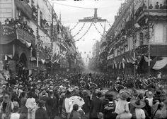 """Fotografía: """"La avenida San Francisco durante el desfile militar"""",  Manuel Ramos, 16 de septiembre de 1910  © 287362 Conaculta. INAH. Sinafo. FN. México."""