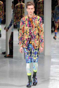 Issey Miyake presented its Fall/Winter 2014 collection during Paris Fashion Week. Fashion Week Hommes, Mens Fashion Week, Runway Fashion, High Fashion, Fashion Show, Fashion Design, Men's Fashion, Vogue Paris, Issey Miyake Men