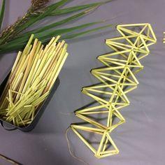 Vasstrån uppträdda till geometriska figurer Bobby Pins, Handmade Items, Hair Accessories, Crafts, Diy, Dekoration, Manualidades, Bricolage, Hairpin