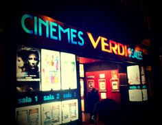 Hoping to catch a movie while in #Barcelona? See it in English at one of these 8 cinemas! Check out the list -> www.gwo.is/english-cinema #GowithOh