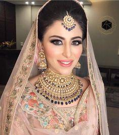 Amrit Kaur's Sikh bride Arshya Chabbra setting Sikh bridal goals ! 🌸🌸🌟🌟🌸🌸 Stunning jewlery set for a complete bridal… Bridal Makeup Looks, Bridal Looks, Bridal Style, Bridal Beauty, Bridal Jewelry Sets, Bridal Necklace, Bridal Jewellery, Gold Jewellery, Indian Bridal Jewelry