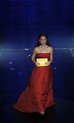 #Oscars 2012: Natalie Portman presents at the Academy Awards. Wearing Dior.