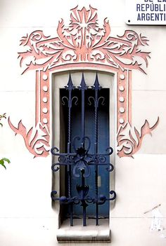 República Argentina 031 d, Barcelona - Spain Art Nouveau, Iron Windows, Windows And Doors, Balcony Doors, Gates, Window Styles, Window Dressings, Through The Window, Window Boxes