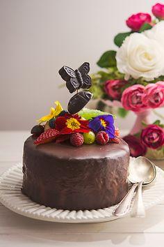 tortul casei Vegan Catering, Raw Vegan, Desserts, Food, Tailgate Desserts, Deserts, Essen, Postres, Meals