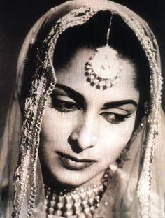 Photograhs of Hindi Movie Actress Waheeda Rehman - 1950-60's - Old Indian Photos