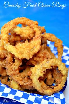 HOW TO FRY THE BEST CRUNCHY FRIED ONION RINGS  PRINT RECIPES HERE: http://recipesforourdailybread.com/crunchy-fried-onion-rings/