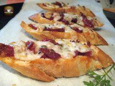 tostada con chorizo y queso Gourmet Recipes, Appetizer Recipes, Appetizers, Healthy Recipes, Tostadas, Chorizo, Tasty, Yummy Food, Yummy Yummy