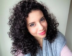 COMO CUIDAR DO CABELO CACHEADO NO INVERNO Curled Hairstyles, Curly Hair, Curls, Dreadlocks, Long Hair Styles, Instagram Posts, Beauty, Curl Hair Styles, Hair Products