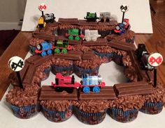Use Kit Kats on top of chocolate frosted cupcakes for a Thomas the Train birthday cake. Easy and cute! Thomas Birthday Parties, Thomas The Train Birthday Party, Trains Birthday Party, Cool Birthday Cakes, Train Party, Cupcake Birthday, Birthday Ideas, Train Birthday Cakes, Thomas Birthday Cakes