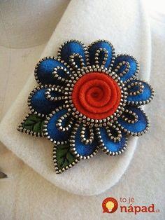 felt and zipper jewelry Zipper Flowers, Felt Flowers, Fabric Flowers, Ribbon Flower, Ribbon Hair, Hair Bows, Felted Wool Crafts, Felt Crafts, Crafts To Make