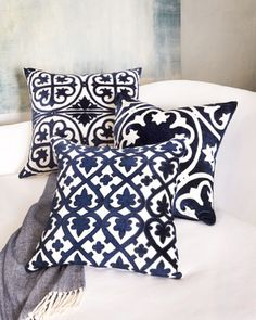 navy and white 'venice' throw pillows http://rstyle.me/n/stuyrr9te