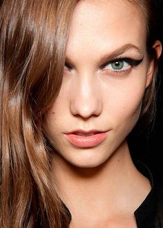 How to Keep Your Eyeliner From Running  #makeuptips #beautytips