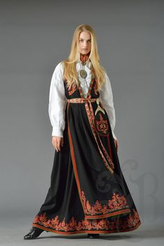 Folk Costume, Costumes, 17th Century Fashion, Historical Women, World Cultures, Larp, Traditional Outfits, Norway, Daughter