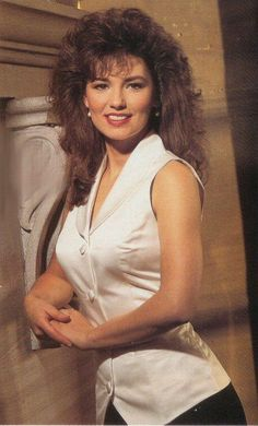 """Eileen Regina Edwards known as Shania Twain ✾ is a Canadian country and pop singer and songwriter, best known for the albums """"The Woman in Me"""" and """"Come on Over. Country Women, Country Girls, Shania Twin, Shania Twain Pictures, Country Female Singers, Best Country Music, Idole, Thats The Way, Big Hair"""