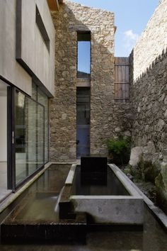 Contemporary Stone House Design In Countryside Of Extremadura Spain Architecture Durable, Sustainable Architecture, Residential Architecture, Contemporary Architecture, Interior Architecture, Interior Design, Architecture Courtyard, Rustic Contemporary, Interior Garden
