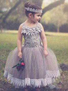 Yesbabyonline.com is selling Affordable lovely ball gown and A-line lace or tulle flower girl dresses. Just visit and browse the Tulle flower girl dresses you want. Kids Pageant Dresses, Girls Dresses Online, Ball Dresses, Ball Gowns, Dress Online, Red Flower Girl Dresses, Tulle Flower Girl, Tulle Flowers, Custom Dresses