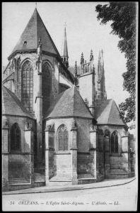 La magnifique Eglise Saint Aignan de Orléans est un must pour connaitre le passé d'Orléans. Détruite plusieurs fois tout au long de l'histoire, les habitants de la ville ont toujours tenu à la reconstruire car elle est dédiée à l'un de leurs saints les plus importants. Saint Aignan est un culte de l'histoire orléanaise car il a défendu la ville de l'invasion des Huns au Ve siècle. - Toutes les locations vacances en région Centre sur http://www.dreamarent.com/location-vacances/centre/7