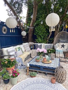 Outdoor Rooms, Outdoor Furniture Sets, Outdoor Living, Diy Garden Furniture, Furniture Ideas, Boho Style Decor, Outdoor Coffee Tables, Deco Boheme, Garden Painting