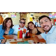 Y es que no es lo mismo 'crudos' que 'desvelados'. #friends #sundayfunday #NuevoLaredo #selfie