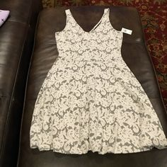 Brand new Abercrombie and Fitch dress Gorgeous dress brand new ! -70% Vicose  -27% polyester -3% Elastane Abercrombie & Fitch Dresses