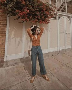 Shirts and jeans are never worn out. Best Photo Poses, Girl Photo Poses, Ulzzang Fashion, Asian Fashion, Vintage Style Outfits, Vintage Fashion, Ootd Poses, Photography Poses, Fashion Photography