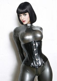 seams-man:  shiny-passions:  Latex  Yum yum yum. Put my cum in her tum!