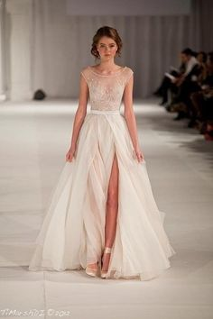 This white and gold wedding dress is a beautiful look for a wedding! Try snatching this right off the runway!