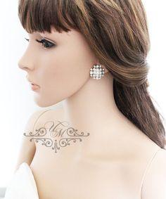 "Rhinestone earrings / Weight : 5g size : 1"" x 1"" 100% Brand New / https://www.etsy.com/listing/171759536/wedding-jewelry-wedding-bridal-earrings?ref=shop_home_active_6"