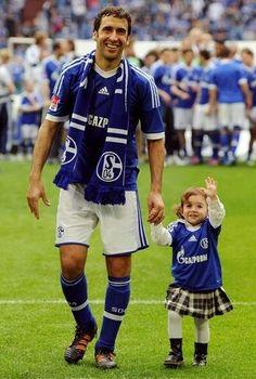 Schalke 04 · Raúl González   His Daugther ♥ Nürnberg Fc 5f206250e0099