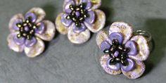 Rose Petals kytičky Rose Petal Beads, Rose Petals, Beaded Rings, Beaded Jewelry, Earring Tutorial, Bracelet Designs, Bead Weaving, Beaded Flowers, Beading Patterns