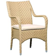 To design this synthetic rattan armchair, traditional Indonesian furniture inspired us. The result is a chair that looks like a traditional rattan seat. The good thing is that it offers the durability of synthetic rattan.