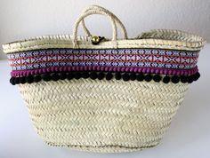 Straw Bag with tassels in Blak. Perfect for Beach. Boho Style / Mediterranean / Handicraft / Made in Spain