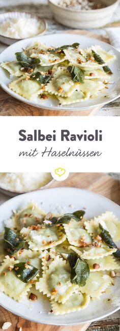 Wenn du keine Lust auf Schnippeln hast, ist dieses Gericht ideal für dich. Ravioli kochen, Butter schmelzen und mit Salbei und Parmesan verfeinern - fertig.                                                                                                                                                                                 Mehr