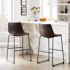 It uses the best materials on the market, the seat feels super soft and elastic, and when you see it, you will be amazed by its luxury and luxury. I just want to say that this upholstered stool can give you the highest price-performance ratio, unlike those bargains. Industrial Counter Stools, Counter Bar Stools, Vintage Bar Stools, Upholstered Bar Stools, Rest Area, Leather Bar Stools, Bar Chairs, Foot Rest, Modern Design
