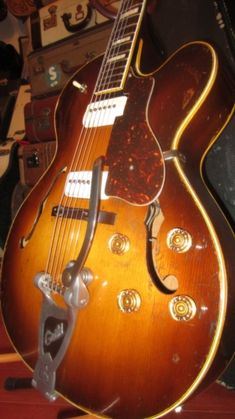 1957 Guild X-175 Archtop Electric Sunburst > Guitars : Archtop Electric & Acoustic - Rivington Guitars | Gbase.com