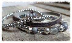 Multi bead armband HAPPiness. 3 Armbandjes waarvan 1 met veel verschillende soorten trendy kralen (kristal, hout, edelsteen en RVS) voor als je van afwisseling houd. De andere armbandjes zijn van een mooie kwaliteit leer en van rvs kraaltjes. In zwarte tinten (met zwart crackelé agaat) of grijze tinten (met soft grey bergkristal). Kralen zijn 4-6mm.