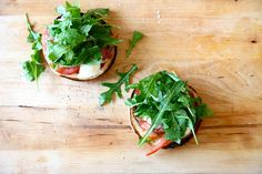 Fresh Tomato and Arugula Bagel Pizzas