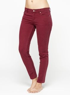 love the color! Maroon Jeans, Black Jeans, Confessions Of A Shopaholic, Fall Jeans, Pretty Outfits, Pretty Clothes, Swagg, Roxy, Different Styles