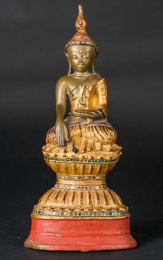A gilt lacquered bronze figure of Sakyamuni Buddha Burma, 19th century.  Cm 16,00 x 36,20.