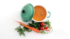 Een lekker romig tomatensoepje dat zeker in deze winterse tijd heerlijk is! Door de vele ingrediënten is dit recept van MarJoh's Kitchen een heerlijk gevulde maaltijdsoep!