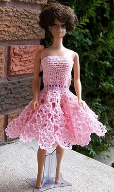 This is a free crochet pattern from Ravelry: Barbie Frilly Pink Cocktail Dress pattern by Frances Brown Crochet Barbie Patterns, Crochet Doll Dress, Barbie Clothes Patterns, Crochet Barbie Clothes, Doll Clothes Barbie, Crochet Doll Pattern, Barbie Dress, Knitted Dolls, Clothing Patterns