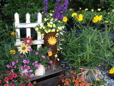 Cute container ideas for your garden! Will Smith, Container Gardening, Gardens, Country, Garden Ideas, Flowers, Plants, Facebook, Big