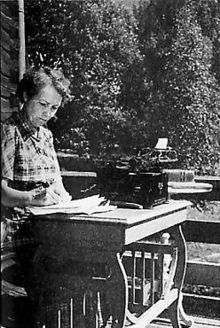 Elsa Enäjärvi-Haavio October 1901 - 24 January Finnish scientist, writer and journalist. She was a pioneer in women's studies in Finland. Women's History, History Books, Pro Choice, Great Women, Famous Women, Scientists, Strong Women, Finland, Feminism