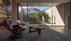 Completed in 2017 in Paradise Valley, United States. Images by Bill Timmerman. The Ghost Wash House is located along the lower hillside on the north side of Camelback Mountain in Paradise Valley, Arizona. Brick Architecture, Landscape Architecture Design, Contemporary Architecture, Residential Architecture, Paradise Valley, Arizona, Sala Grande, Family Dining Rooms, Desert Homes