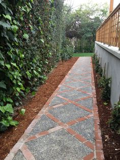 60 Backyard and Front Yard Pathway and Stepping Stone Walkway Ideas The garden pathway is a must-have not only because it enriches the landscape and make the décor more beautiful but also for practical reasons. Front Yard Walkway, Front Yard Landscaping, Landscaping Ideas, Mulch Landscaping, Landscaping Borders, Diy Garden, Garden Paths, Walkway Garden, Outdoor Walkway