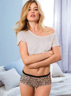 Горячая блондинка Даутцен Круз  в фотосессии для Victoria's Secret