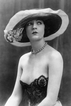 JULIETTE COMPTON (Z) (May 3, 1899 - March 19, 1989) performed in the Ziegfeld Follies of 1920. Later she performed in films as Juliette Compton (or Julie Compton) from 1924-1941.