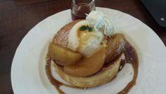 キャラメルりんごのスフレパンケーキ