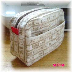 てづくり&ふりま ◆◆化粧ポーチの作り方◆◆ Coin Wallet, Handmade Bags, Zipper Pouch, Cosmetic Bag, Diy And Crafts, Decorative Boxes, Sewing, Creative, Pattern